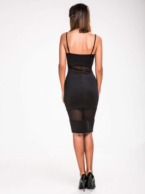 STRADIVARIUS Czarna sukienka z transparentnymi modułami                                  zdj.                                  2