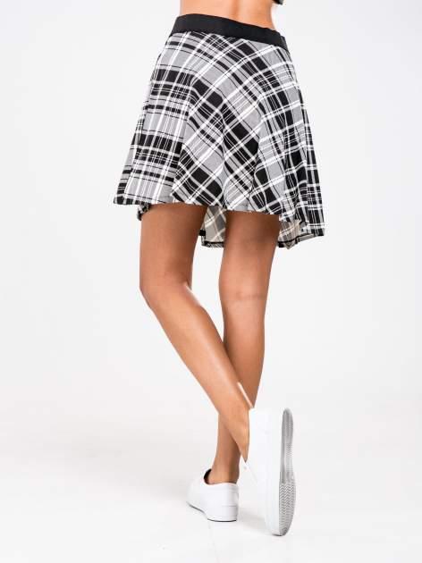 STRADIVARIUS Czarno-biała mini spódnica skater w kratę                                  zdj.                                  2
