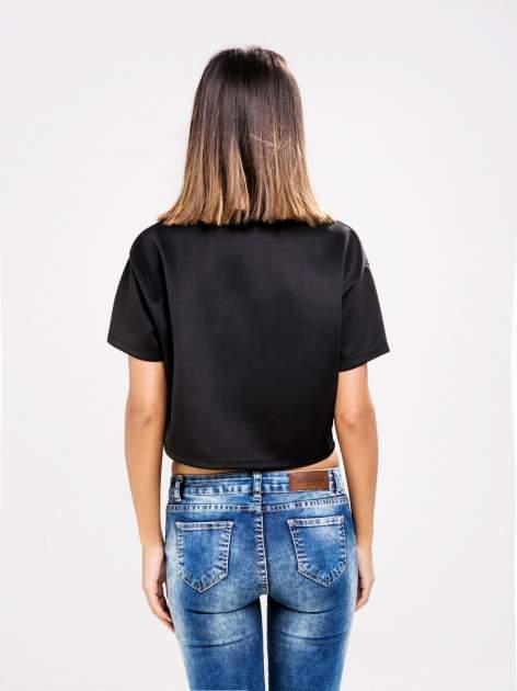STRADIVARIUS Czarny t-shirt typu cropped z nadrukiem 1992                                  zdj.                                  2