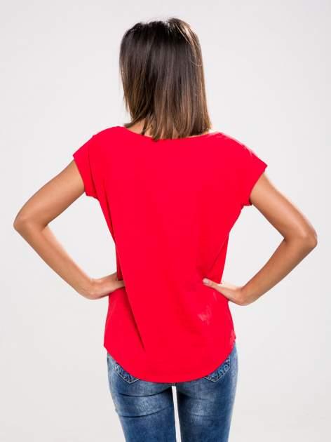 STRADIVARIUS Czerwony t-shirt basic z kieszonką                                  zdj.                                  2