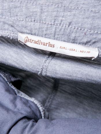 STRADIVARIUS Jasnoszare spodnie dresowe typu slim z ozdobnym pasem                                  zdj.                                  3