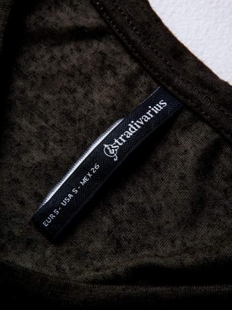 STRADIVARIUS Khaki bluzka typu cropped z gwiazdą z dżetów                                  zdj.                                  3