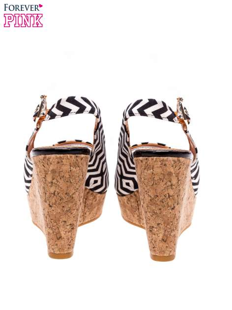 Sandały peep toe we wzór zig zag na koturnie korku                                  zdj.                                  4