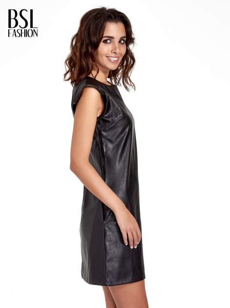 Skórzana sukienka ze złotym suwakiem z tyłu                              zdj.                              3