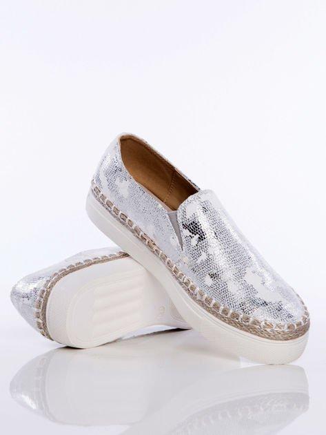 Slipony srebrne Glitter na grubej podeszwie w marmurkowe przecierane wzorki z gumka po bokach                              zdj.                              3