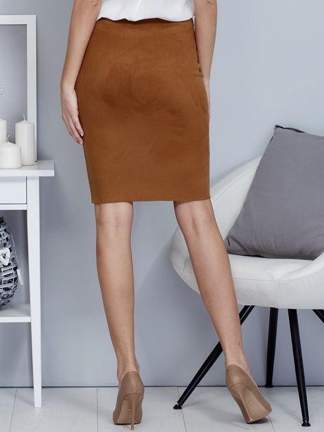 Spódnica brązowa z imitacji zamszu ze sznurowaniem                               zdj.                              2