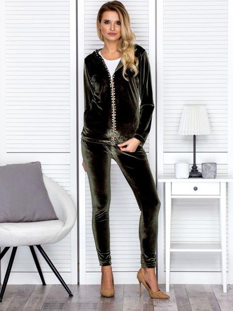 Spodnie dresowe welurowe z diamencikami przy kieszeniach zielone                              zdj.                              4