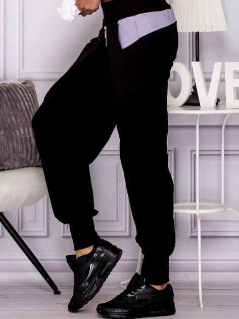 Spodnie dresowe z ozdobnym suwakiem czarne                                  zdj.                                  5