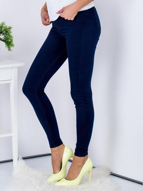 Spodnie granatowe jeansowe high waist ze stretchem                              zdj.                              5