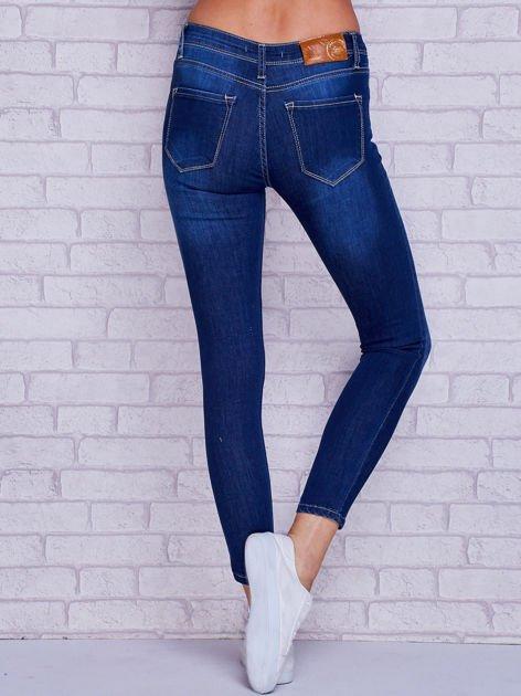 Spodnie jeansowe rurki z przetarciami i przeszyciami niebieskie