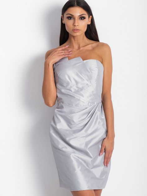 Srebrna sukienka koktajlowa z marszczeniami PLUS SIZE                              zdj.                              3