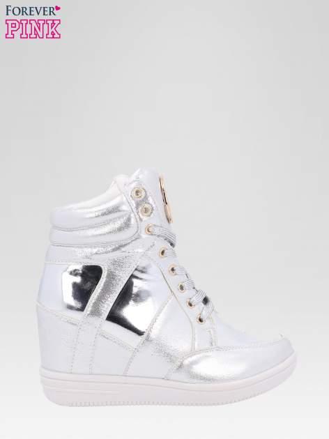 Srebrne metaliczne sneakersy damskie na koturnie