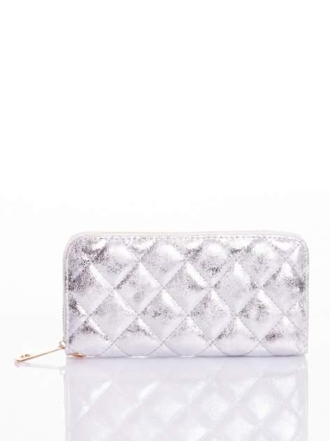 Srebrny pikowany portfel
