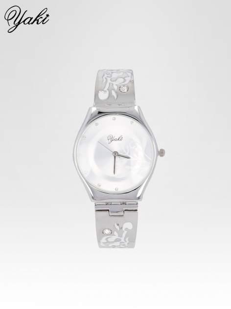 Srebrny zegarek damski na bransolecie z subtelnym zdobieniem