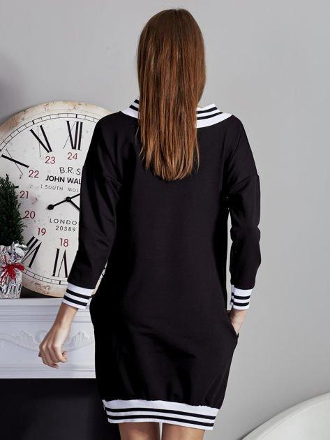 Sukienka V-neck z napisem czarna                              zdj.                              2
