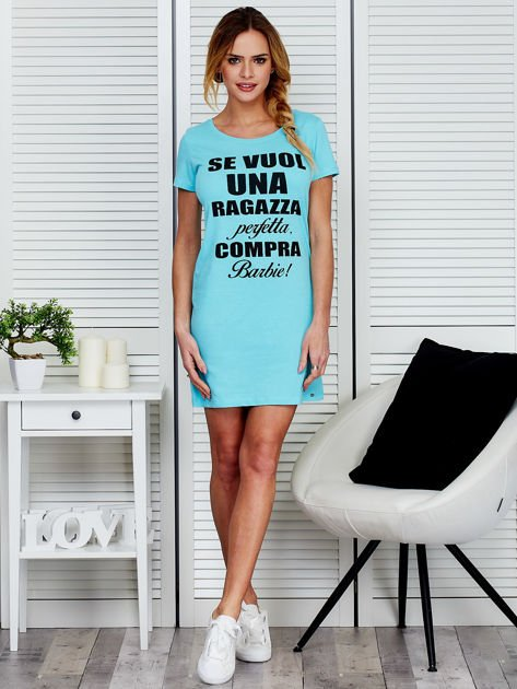 Sukienka bawełniana z napisami jasnoniebieska                              zdj.                              4