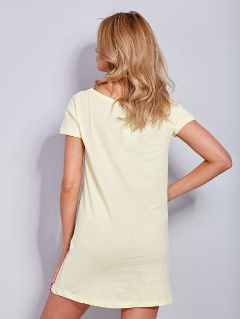 Sukienka bawełniana z napisami jasnożółta                                  zdj.                                  3