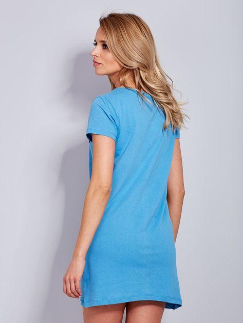 Sukienka bawełniana z napisami niebieska                                  zdj.                                  3