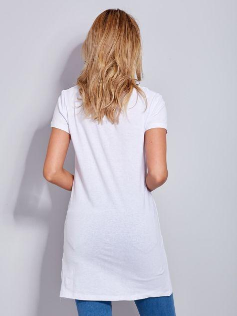 Sukienka biała bawełniana z nazwami miast                              zdj.                              3