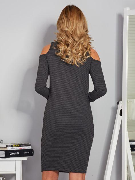 Sukienka cold shoulder w wypukłe paski grafitowa                                  zdj.                                  2
