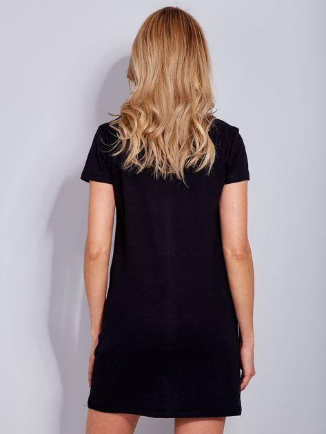 Sukienka czarna bawełniana z nazwami miast                                  zdj.                                  3