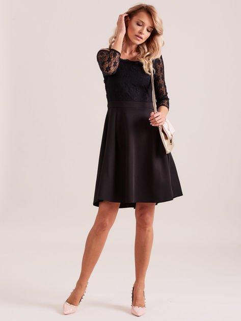 Sukienka czarna z koronkową górą i cienkimi ramiączkami                              zdj.                              4