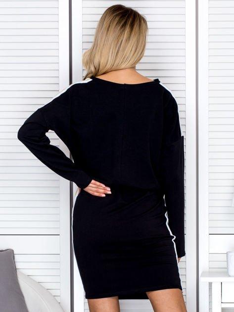 Sukienka damska dresowa z troczkami czarna                              zdj.                              2