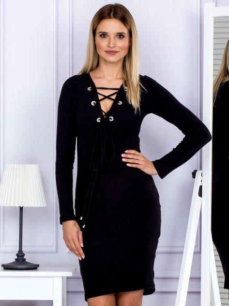Sukienka damska w prążek ze sznurowaniem przy dekolcie czarna                              zdj.                              1