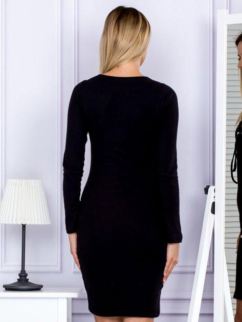 Sukienka damska w prążek ze sznurowaniem przy dekolcie czarna                              zdj.                              2