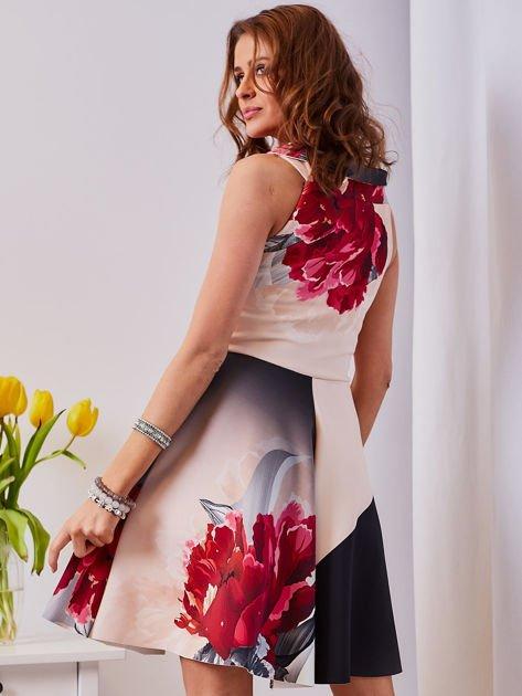 Sukienka jasnoróżowa w duże kwiaty                                  zdj.                                  5