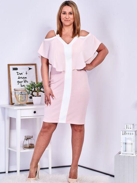Sukienka jasnoróżowa z wycięciami na ramionach PLUS SIZE                              zdj.                              4