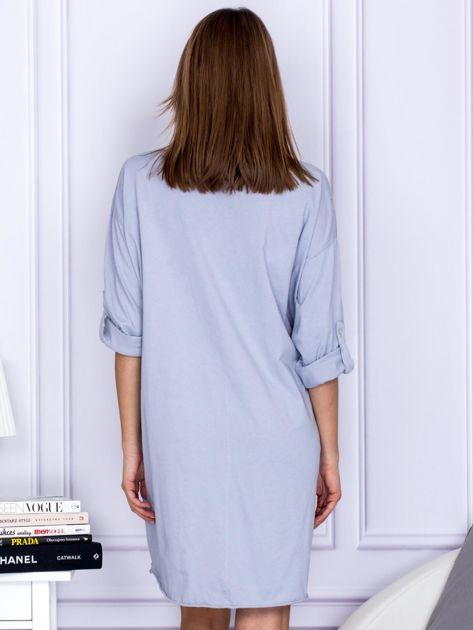Sukienka jasnoszara o kroju oversize ze sznurowaniem                              zdj.                              2