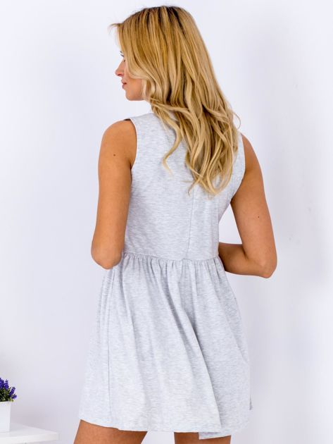 Sukienka jasnoszara z kołnierzykiem                              zdj.                              2