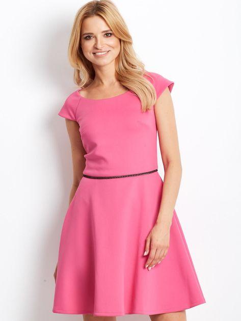 Sukienka koktajlowa z błyszczącym paskiem różowa                                  zdj.                                  1