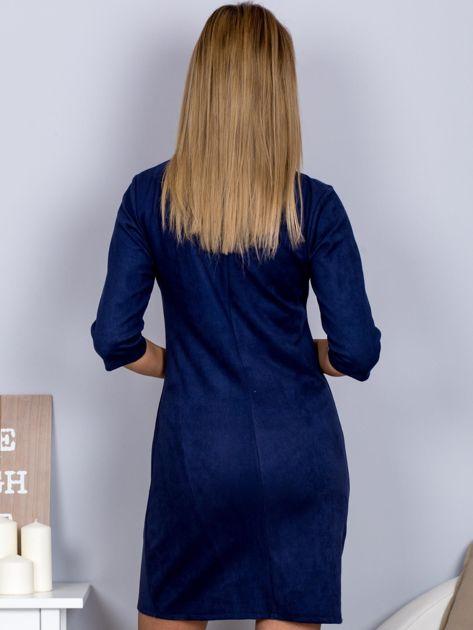 Sukienka o zamszowej fakturze granatowa                              zdj.                              2