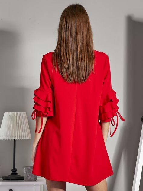 Sukienka trapezowa z falbankami na rękawach czerwona                              zdj.                              2