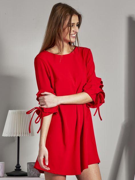Sukienka trapezowa z falbankami na rękawach czerwona                              zdj.                              5