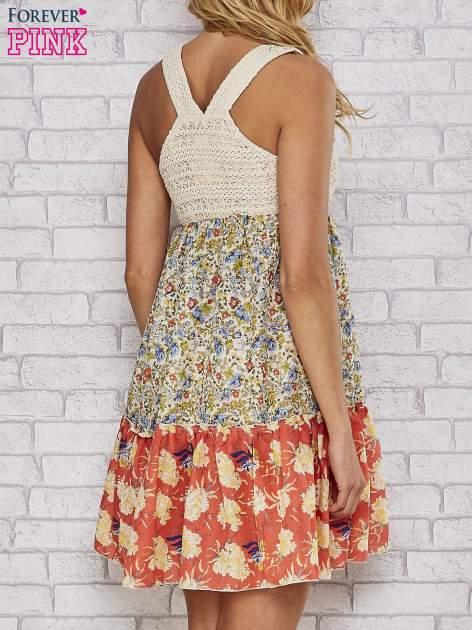 Sukienka w łączkę z dekoltem z koralików                                  zdj.                                  2