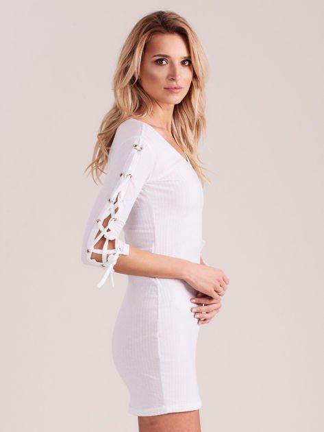 Sukienka w szeroki prążek z rękawami lace up ecru                              zdj.                              3