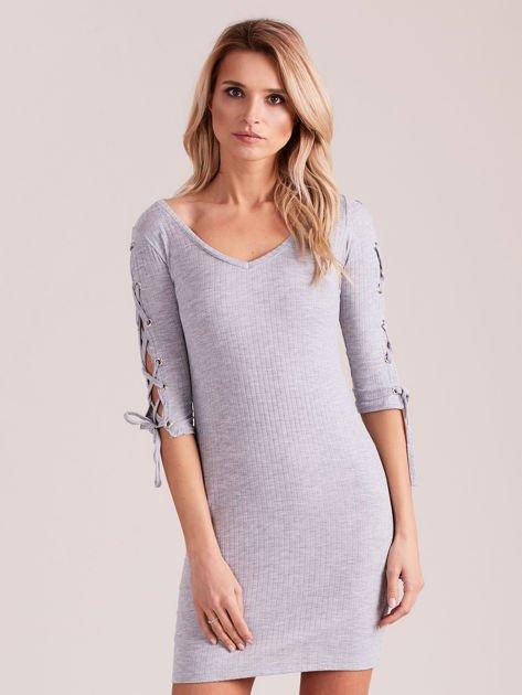 Sukienka w szeroki prążek z rękawami lace up jasnoszara                              zdj.                              1