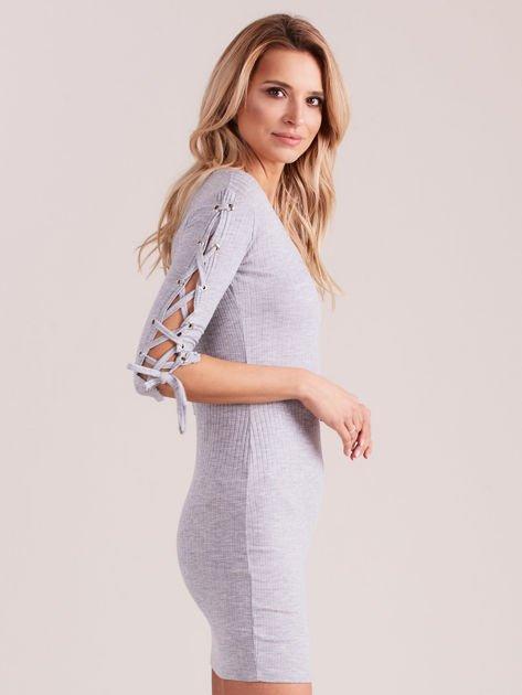 Sukienka w szeroki prążek z rękawami lace up jasnoszara                              zdj.                              3