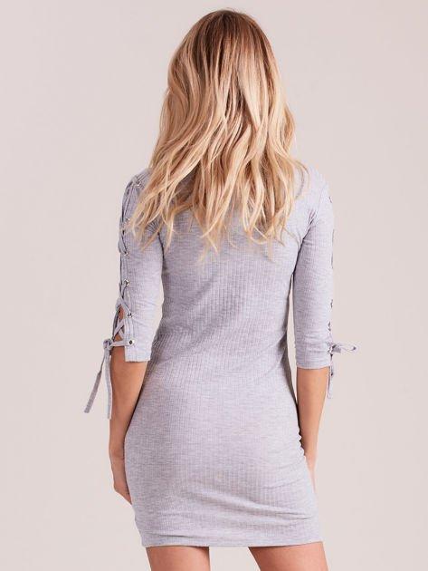 Sukienka w szeroki prążek z rękawami lace up jasnoszara                              zdj.                              2