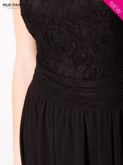 Sukienka z aplikacją z czarnej koronki i rozkloszowanym dołem                                  zdj.                                  5