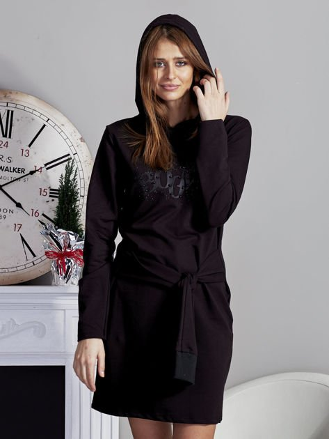 Sukienka z kapturem i ozdobnym paskiem czarna                              zdj.                              5