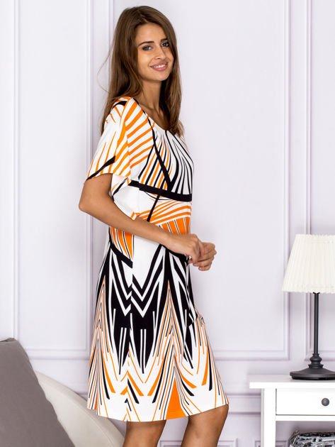 Sukienka z symetrycznym wzorem pomarańczowa                              zdj.                              3
