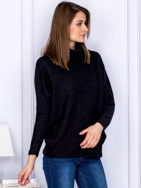 Sweter czarny z miękkim kołnierzem                              zdj.                              3