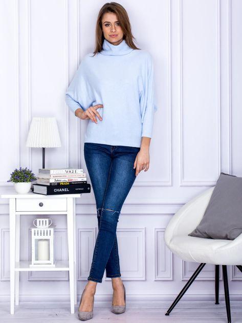 Sweter jasnoniebieski z miękkim kołnierzem                                  zdj.                                  4