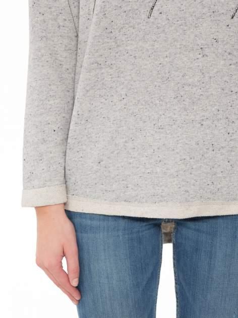 Szara bluza z dłuższym tyłem i nadrukiem kwiatów                                  zdj.                                  6