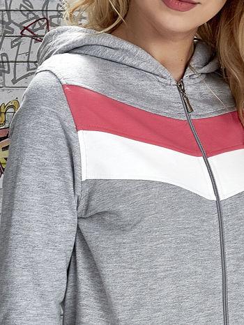 Szara bluza z kapturem z kolorowymi przeszyciami                                  zdj.                                  6