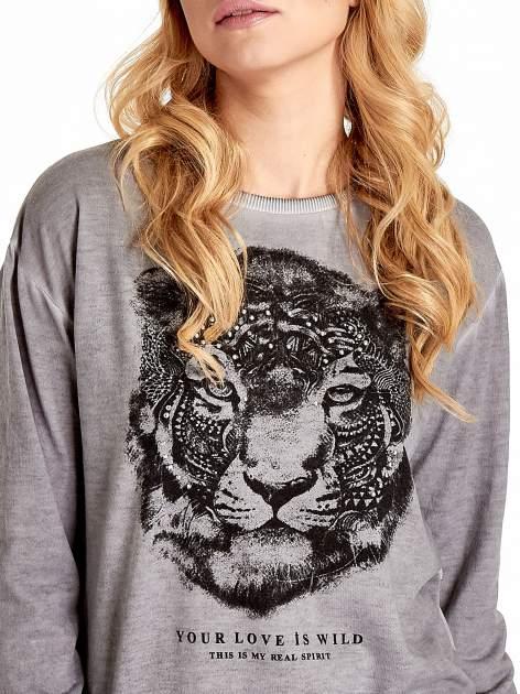 Szara bluza z nadrukiem tygrysa i dżetami                                  zdj.                                  5